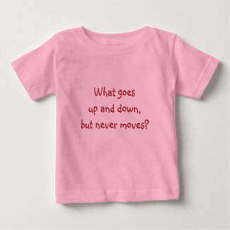 Enträtseln Sie mich, T-Was auf und ab geht Baby T-shirt