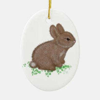 Entzückendes Häschen im Klee Keramik Ornament