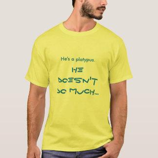 Er ist ein platypus. T-Shirt