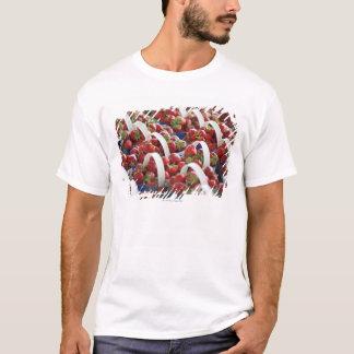 Erdbeeren an einem Marktstall T-Shirt