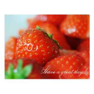 Erdbeeren an einem Tag des Sommers mit bokeh Postkarte