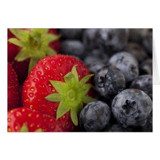 Erdbeeren und Blaubeeren Grußkarte