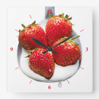Erdbeeren und Creme Quadratische Wanduhr