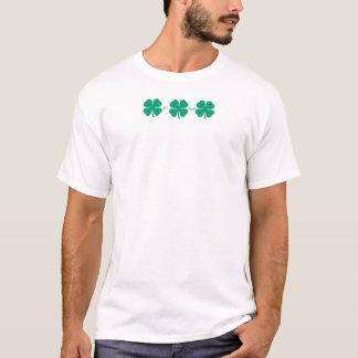 Erhalten Sie glücklichen Klee mit PMYC Klee an T-Shirt