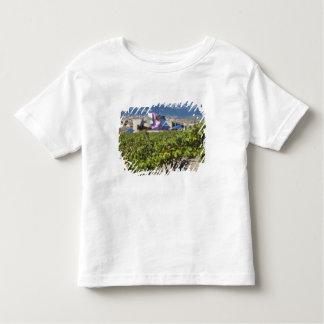 Erhöhte Stadtansicht und Hotel Marques de Riscal Kleinkind T-shirt