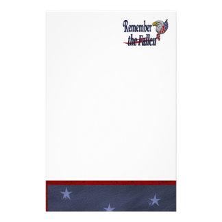 Erinnern Sie sich an gefallen mit Eagle und Flagge Briefpapier