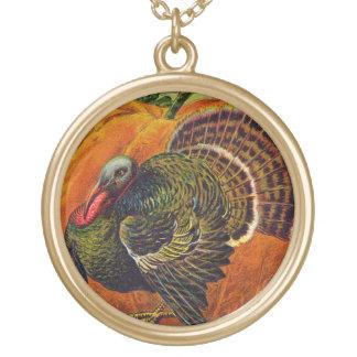 Erntedank die Türkei vor einem orange Kürbis Vergoldete Kette