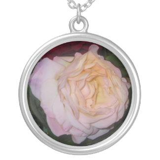 Erröten rosa Rosenhalskette Versilberte Kette