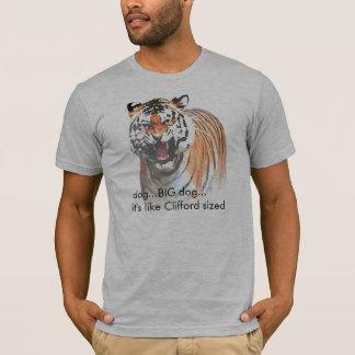 Es ist ein Hund….GROSSER HUND…, das er wie T-Shirt