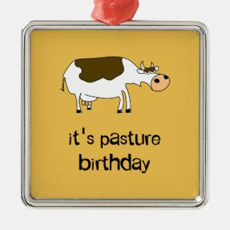 Es ist lustige Kuh des Weidengeburtstages Quadratisches Silberfarbenes Ornament