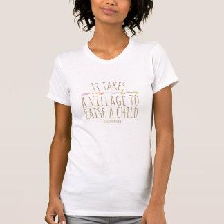 Es nimmt ein Dorf, um ein Kindersprichwort-Shirt T-Shirt