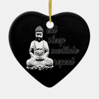 Essen Sie, schlafen Sie, meditieren Sie, Keramik Herz-Ornament