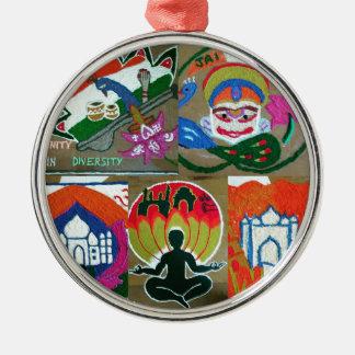 Ethnischer indischer Entwurf Rundes Silberfarbenes Ornament