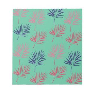 Exotisches Blätter des Entwurfs auf Blau Notizblock