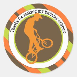 Extremer Radfahrer-Silhouette-Geburtstag Runder Aufkleber