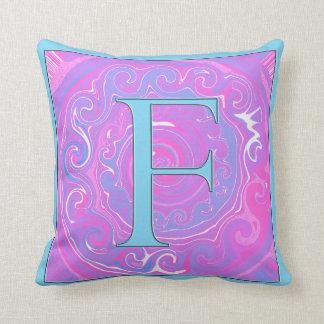 F ist für Familie Kissen
