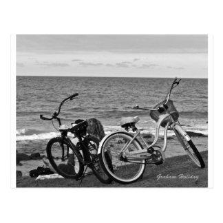 Fahrräder durch das Meer Postkarte