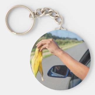 Fallende Schale des Armes des Autofensters der Schlüsselanhänger