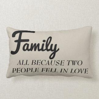 Familie alle, weil zwei Leute in Liebekissen Lendenkissen