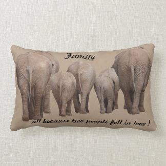 Familie, weil 2 Leute in Liebe Elefanten fielen Lendenkissen