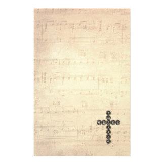 Fantastisches Anmut-Kreuz auf Vintagem Musik-Blatt Briefpapier
