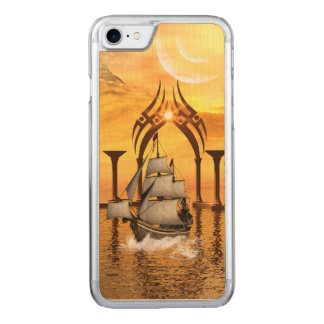Fantastisches Schiff im Sonnenuntergang Carved iPhone 8/7 Hülle