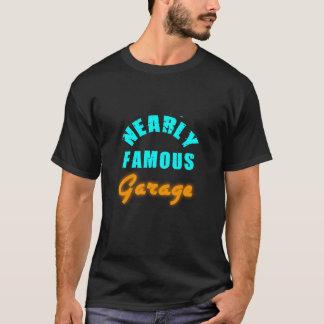 Fast berühmter Garage/No Chrom-T - Shirt
