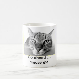 Faule Katze gehen unterhalten mich voran Tasse