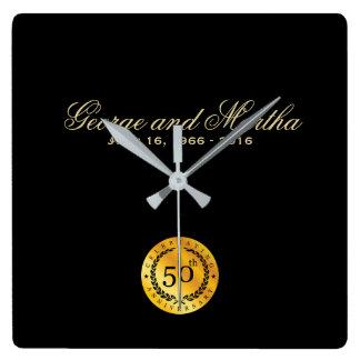 Feiern des 50. Jahrestages. Kundengerecht Quadratische Wanduhr
