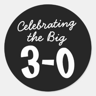 Feiern des großen 30. Geburtstages Runder Aufkleber