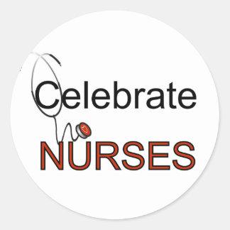 Feiern Sie Krankenschwester-T - Shirts und Runder Aufkleber
