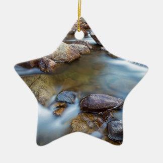 Felsiger Berg, der das Träumen strömt Keramik Stern-Ornament