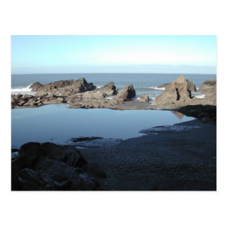 Felsiger Strand. Landschaftliche Küstenansicht Postkarte
