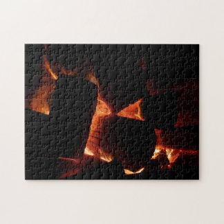 Feuer-Gruben-warme orange und schwarze Puzzle