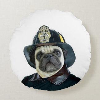 Feuerwehrmann-Mops-Hund Rundes Kissen