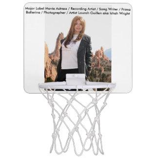 Film-Schauspielerin Laura Guillen alias Ishah Mini Basketball Ring