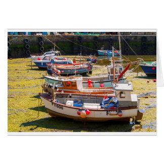 Fischerboote an den Gezeiten heraus Karte