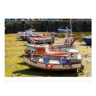 Fischerboote an den Gezeiten heraus Postkarte