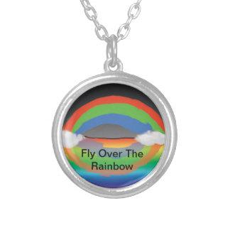 Fliege über dem Regenbogen Halskette Mit Rundem Anhänger