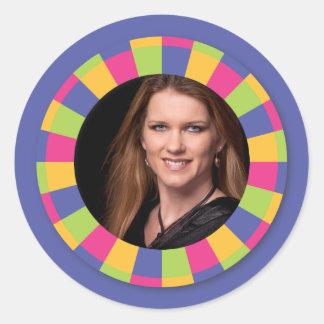 Flippiger Kreisrahmen - Disco! auf Lila Runder Sticker