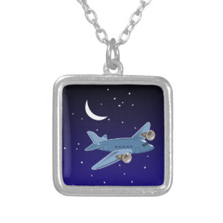 Flugzeugfliegen nachts mit Mond u. Sternen. Pilot Versilberte Kette
