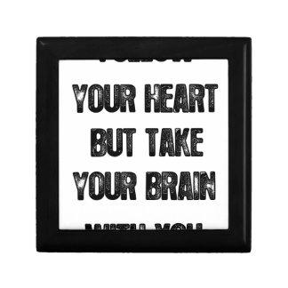 folgen Sie, Ihrem Herzen aber nehmen Sie Ihr Erinnerungskiste