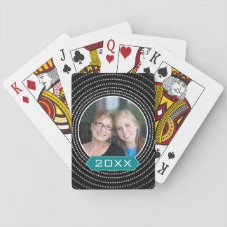 Foto mit schwarzem Polka-Punkt-Rahmen und Kartendeck