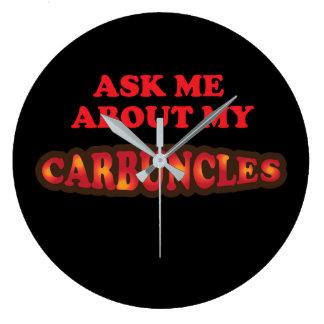 Fragen Sie mich über meine Carbuncles Große Wanduhr
