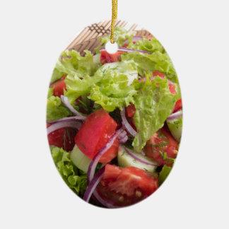 Fragment des vegetarischen Salats vom Frischgemüse Ovales Keramik Ornament
