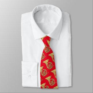 Französisches Horn-Musikinstrument, das auf Rot Individuelle Krawatte