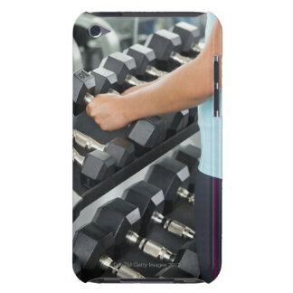 Frau anhebende Dumbbells 2 iPod Touch Case