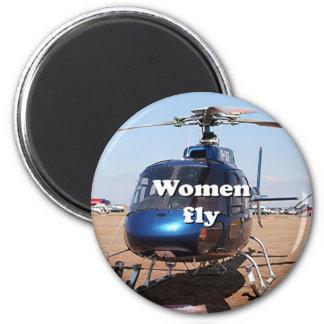 Frauen fliegen: blauer Hubschrauber Runder Magnet 5,7 Cm