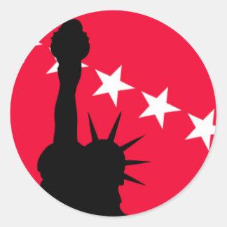 Freiheitsstatue mit den Roten und Weiß-Sternen Runder Aufkleber