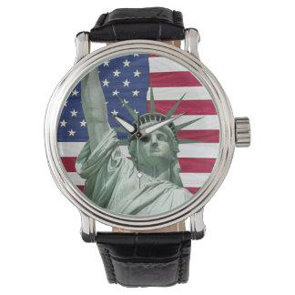 Freiheitsstatue und amerikanische Flagge Uhren